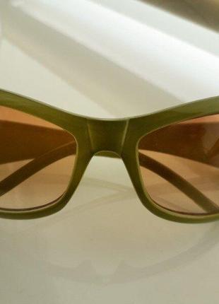 Стильные качественные солнцезащитные очки