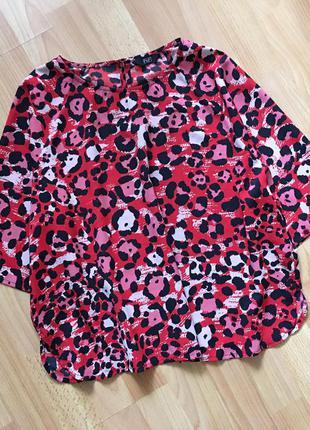 Доступно - актуальная блуза со скругленными разрезами *f&f* 14 р.