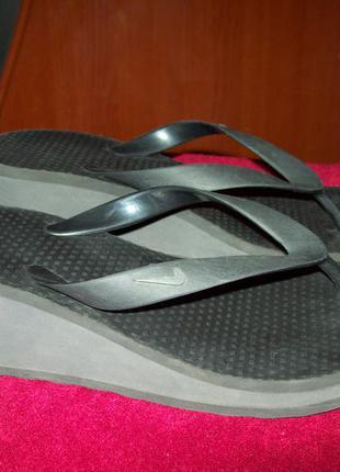 Черные шлепки вьетнамки nike на платформе 26,5см оригинал