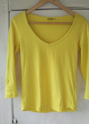 Жовта футболка з вирізом terranova