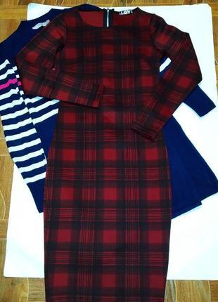 Платье по фигуре, длинны миди,новое размера с