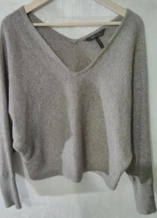 Тёплый свитер с v-образной горловиной
