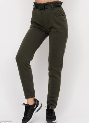 Теплые брюки цвета хаки на флисе с высокой посадкой