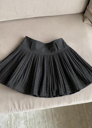 Темно серая юбка плиссированная со стразами