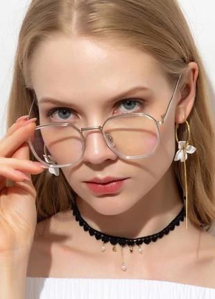 Компьютерные очки в серебристой оправе