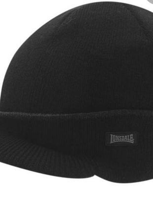 Новая шапка с козырьком lonsdale