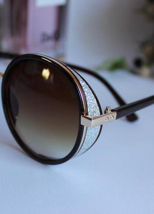 Стильные женские солнцезащитные очки тишейды