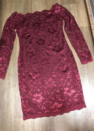 Платье гипюровое, цвет бордовый, открыты плечи