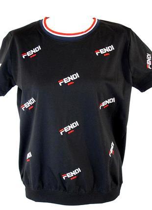 Женская черная футболка с надписями.