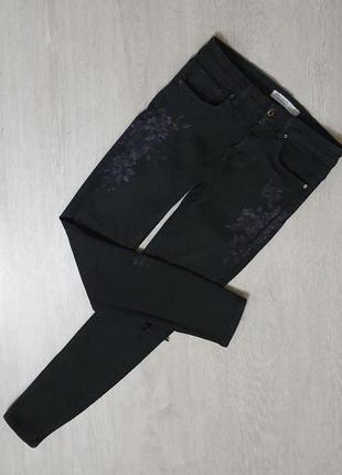 Продаются стильные женские джинсы с цветочным принтом от zara