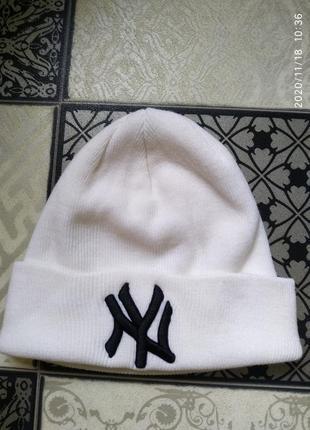 Шапка теплая белая new york