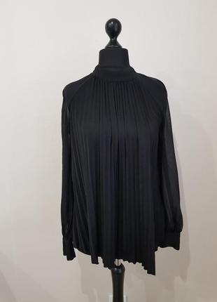 Черная блуза плиссе marciano