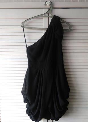 Стильное черное коктейльное платье ассиметричное на одно плечо