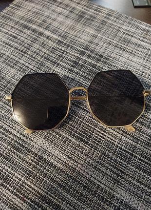 Солнцезащитные очки женские восьмиугольные черные золотые