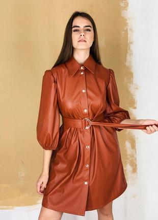 Платье из кожзама с поясом
