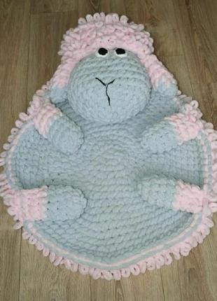 Вязаный коврик барашек. коврик игрушка.