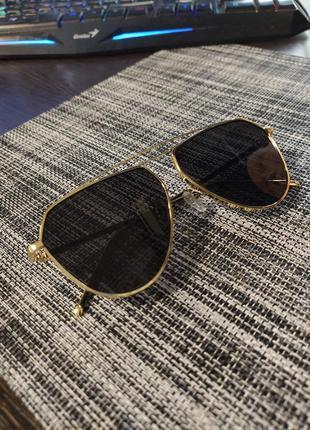Солнцезащитные очки черные женские