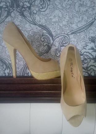 Туфли босоножки на высоком каблуке новые