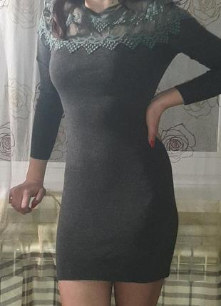 Темносерое платье с кружевом мини
