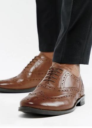 Кожаные коричневые броги-оксфорды просторные в ширину.