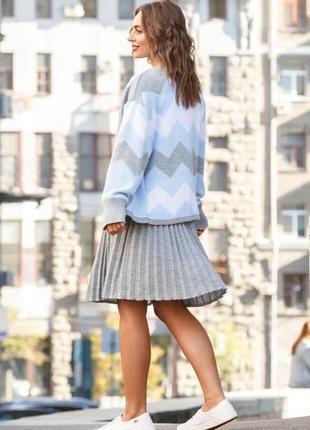Костюм юбка плиссе мини и кофта оверсайз серый голубой белый