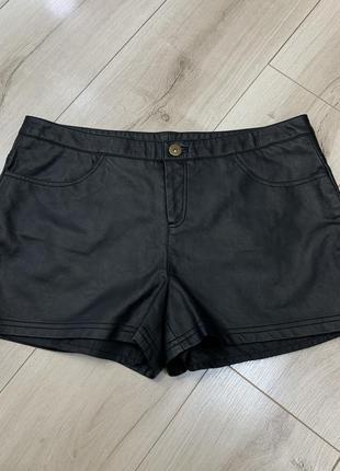 Чёрные шорты из экокожи