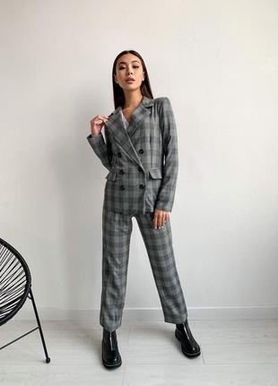 Стильный костюм, жакет и брюки, серая клетка