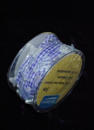 Декоративная лента в клетку синий белый украшена цветами германия