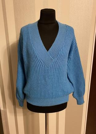 Классный свитер с v образным вырезом оверсайз  голубой