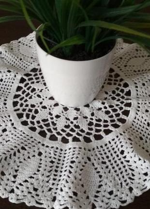 Салфетка вазаная крючком белая