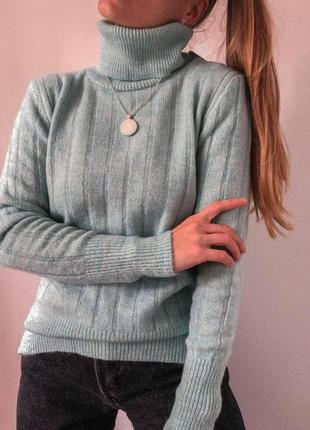 Теплый свитер с воротником-стойкой