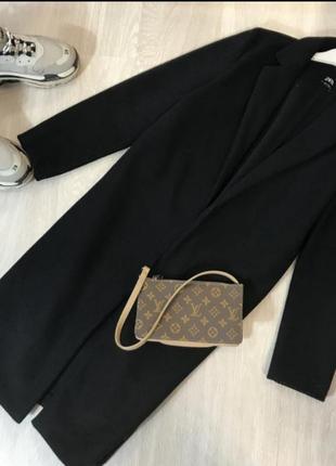 Черное идеальное пальто прямого кроя