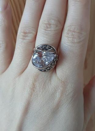 Серебряные с крупным камнем