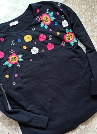 Свитшот кофта с вышивкой