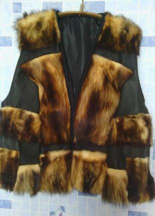 Стильный дизайнерский жилет из меха фредки и кожи