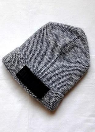 Серая шапка с флисовой подкладкой