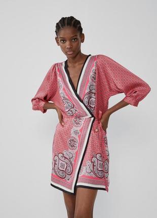 Классное сатиновое платье, платье в абстрактный принт zara