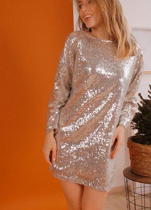 Серебряное вечернее платье в пайетки