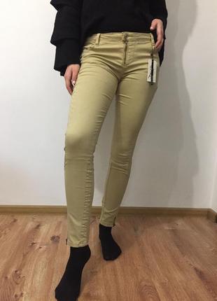 Бежевые штаны джинсы скинни новые
