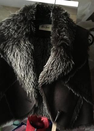 Укорочённая меховая жилетка