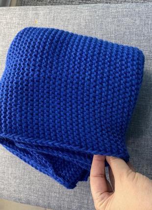 Вязанный женский шарф хомут восьмерка цвет синий электрик