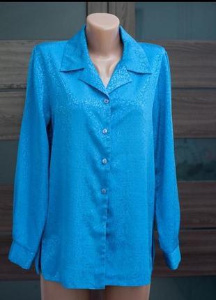 Атласная блузка рубашка голубая на пуговицах с отложным воротником и длинным рукавом
