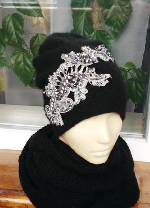 Эффектная шапка (ангора) с вышивкой.