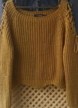 Легкий свитерок горчичного цвета