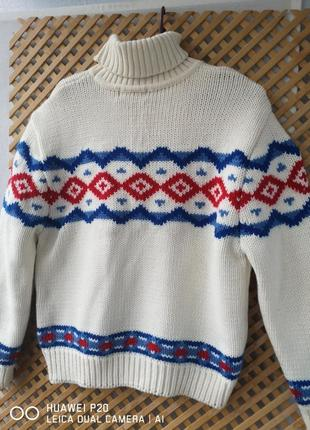 Плотный шерстяный свитерок