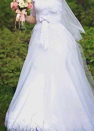 Ніжна весільна сукня