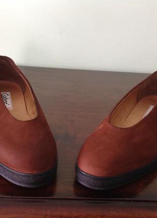 Замшевые туфли без каблука. 38/ стелька 24.5 смbrend gabor. новые