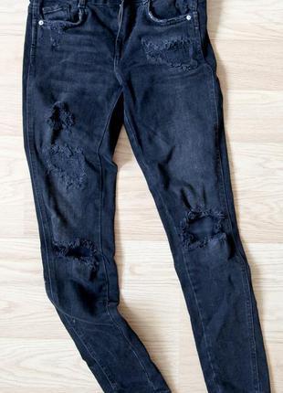 Рваные черные джинсы скини zara