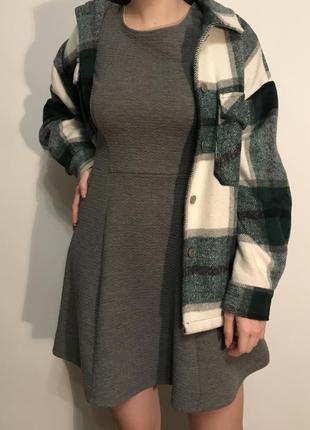 Сіра трикотажна сукня