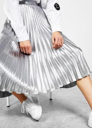 Серебристая юбка плиссе